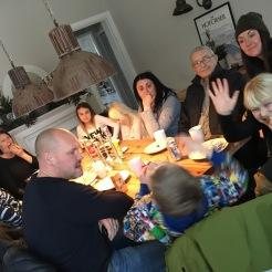 Fika med morfar och alla barn, barnbarn och barnbarnsbarn ;)